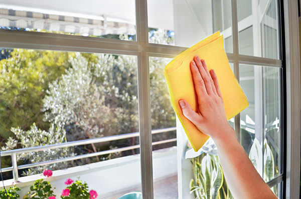 Cleaning-window-with-grids